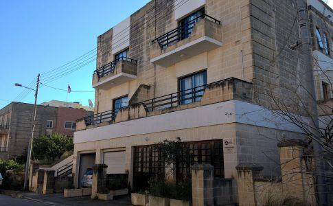 https://english-malta.com/wp-content/uploads/2018/11/GSE-Malta-Dil-okulu-yurdumuzun-distan-gorunumu.jpg