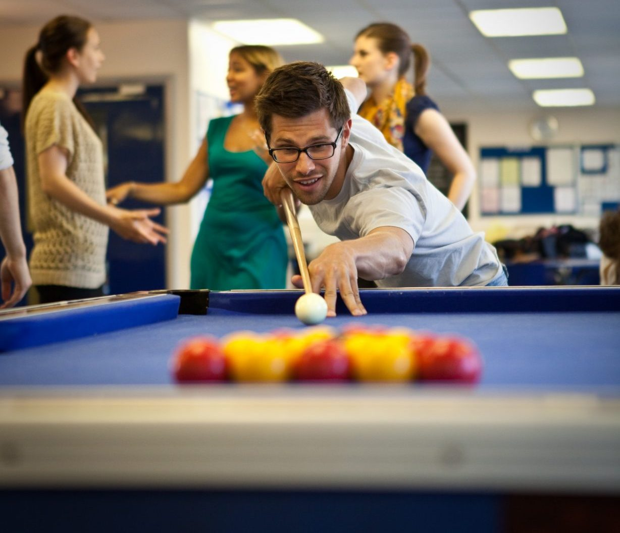 https://www.lsi-portsmouth.co.uk/wp-content/uploads/2019/02/Playing-pool-e1568277986387.jpg