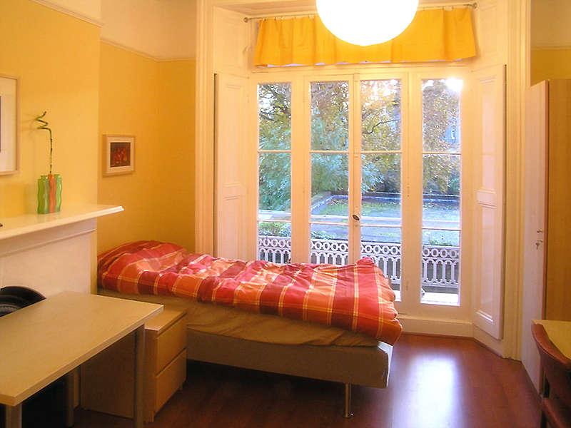 https://www.sprachcaffe.com/typo3temp/fl_realurl_image/apartment-room3-web1024x768-74-62b5cb68.jpg