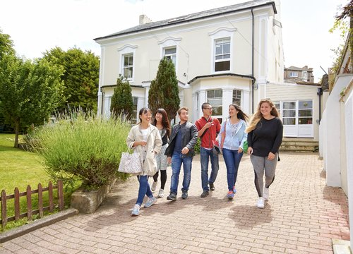 St Giles International Eastbourne Dil Okulu | Değerlendirme