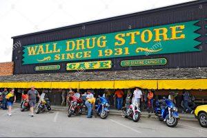 wall-drug-store-wall-south-dakota-mount-rushmore-DFTGJ4