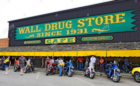 wall-drug-store-wall-south-dakota-mount-rushmore-DFTGJ4