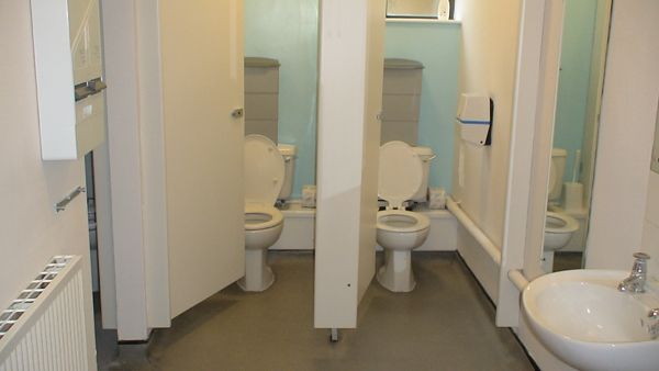 https://www.churchillhousesummerenglish.com/wp-content/uploads/2019/04/2-toilets-St-Marys.jpg